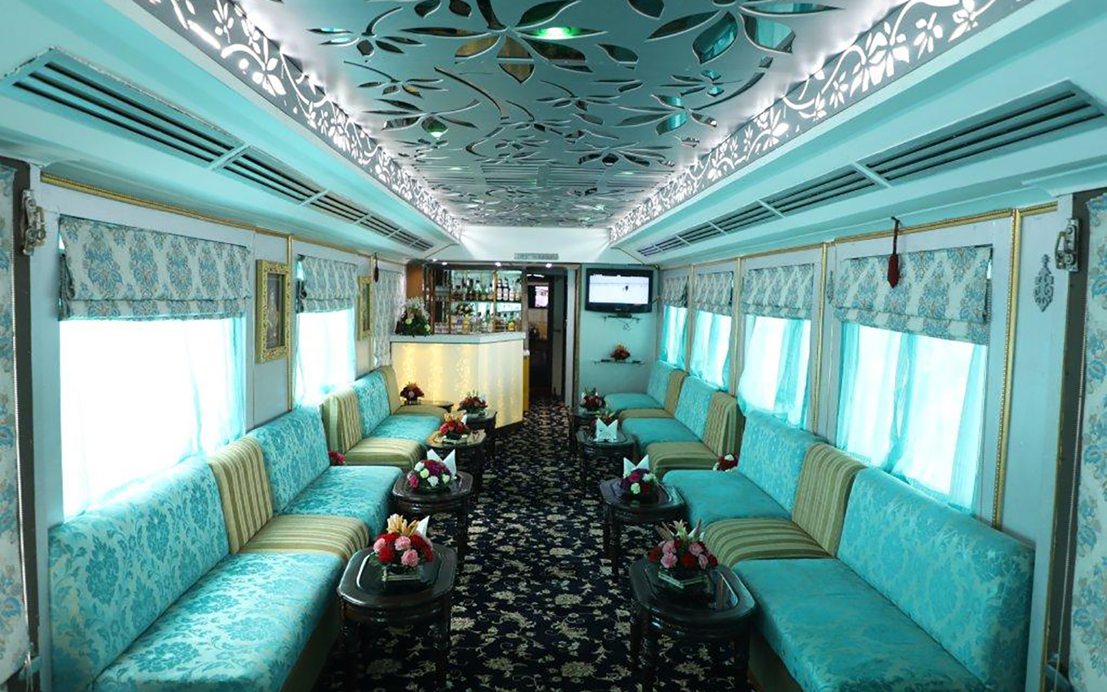 Bar on board the Palace on Wheels luxury train in India
