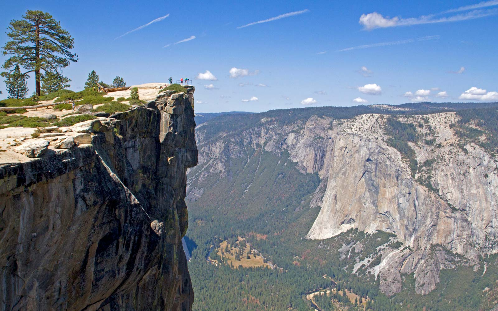 Taft Point in Yosemite National Park