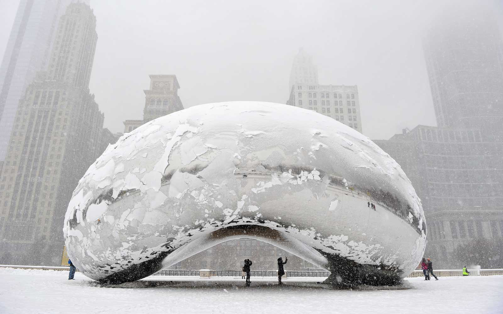 Midwest Winter Storm Brings Snow To Chicago