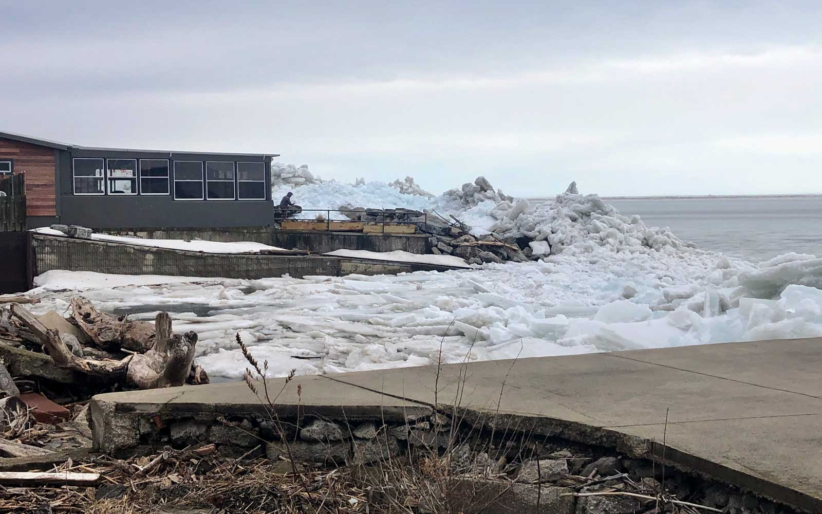 Hamburg Beach, New York experiences Ice Tsunami from Lake Erie