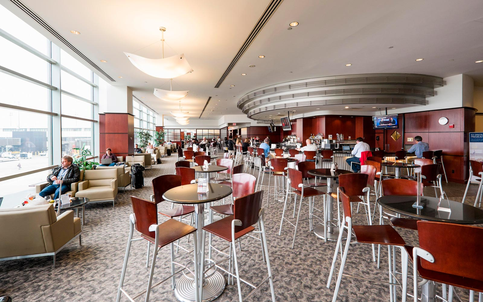 Newark Liberty International Airport, Terminal C, United Club