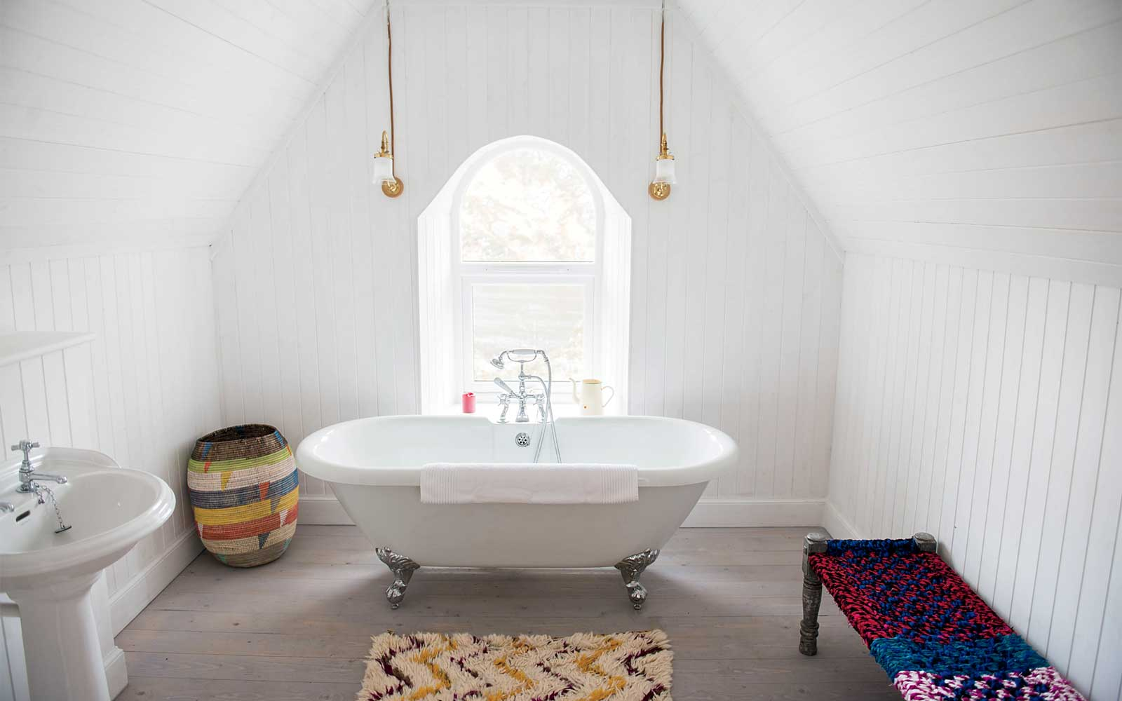 Bathroom in a cottage at Eileen Shona