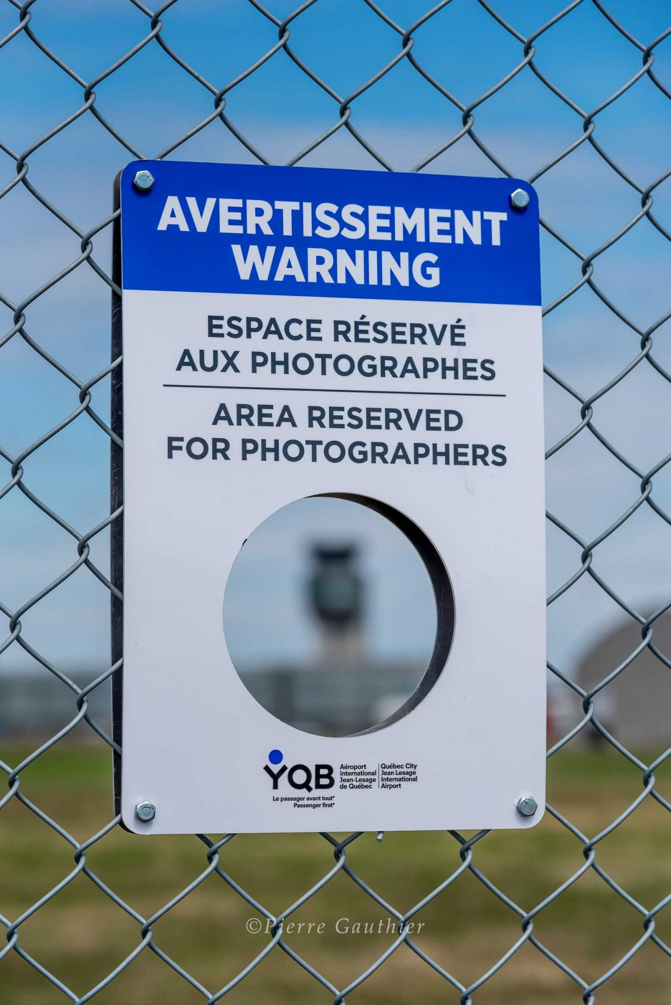 YQB Canada Aviation, Plane spotting holes for photographers