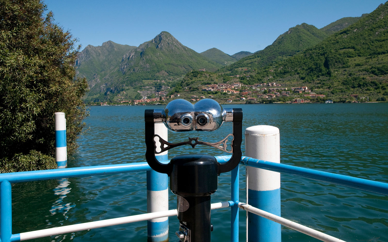 Lookout point on Lake Iseo