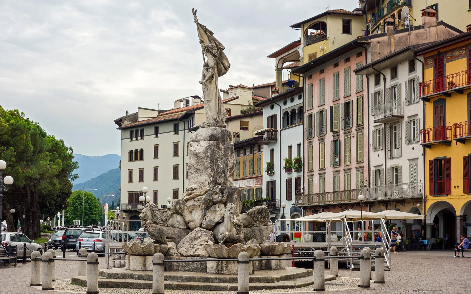 Loevere town square in Italy