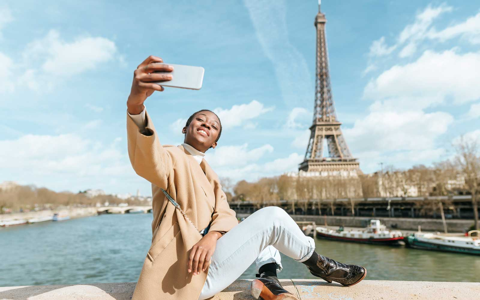 Solo traveler in Paris