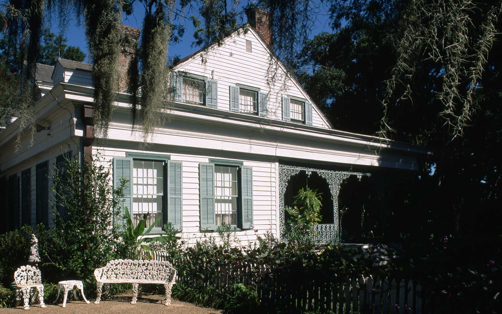 Exterior of Myrtles Plantation