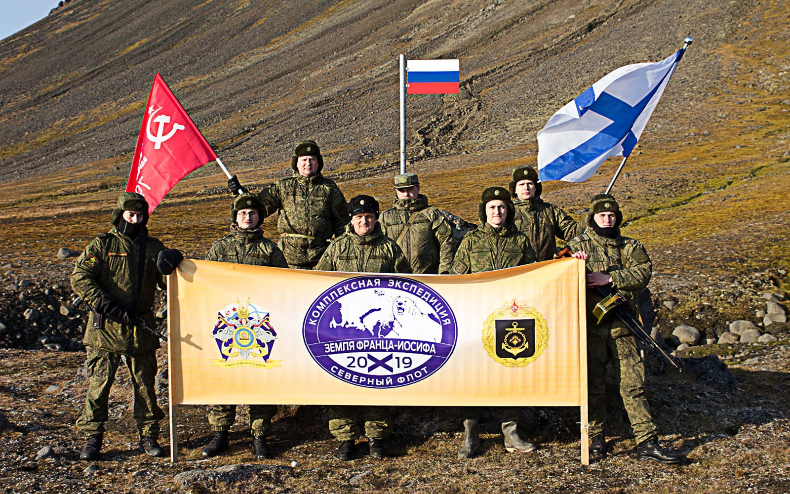 Russian Northern Fleet expedition raises flag at northernmost point of Eurasia