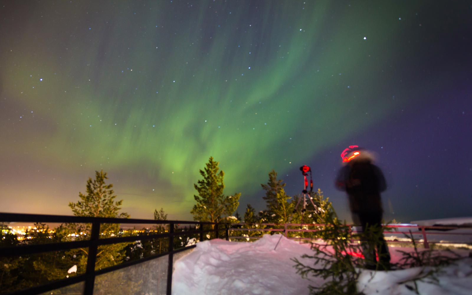 Photographer captures amazing Northern Lights aurora borealis in Rovaniemi, Finland.