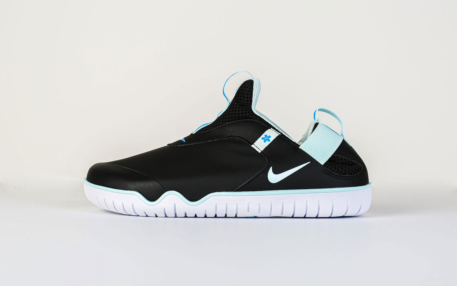 es suficiente Desmañado Orbita  Nike's New Comfy Shoe Is Made for Medical Workers Who Stand All Day    Travel + Leisure