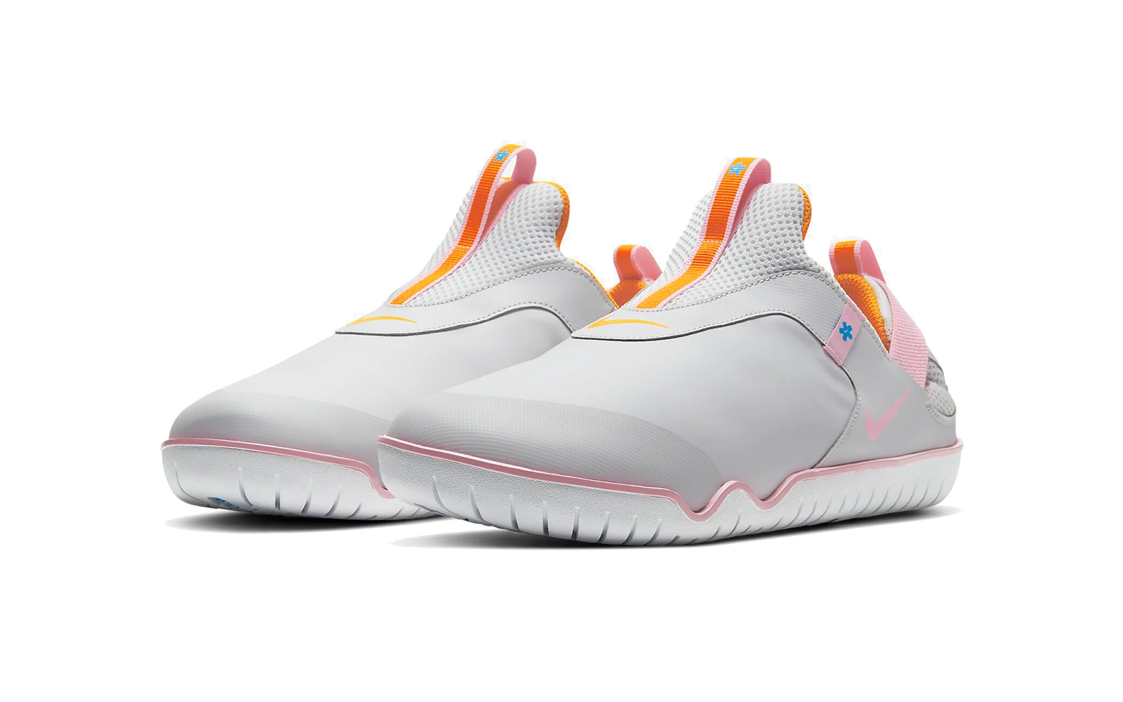 Más lejano Hacer deporte caja  Nike's New Comfy Shoe Is Made for Medical Workers Who Stand All Day |  Travel + Leisure