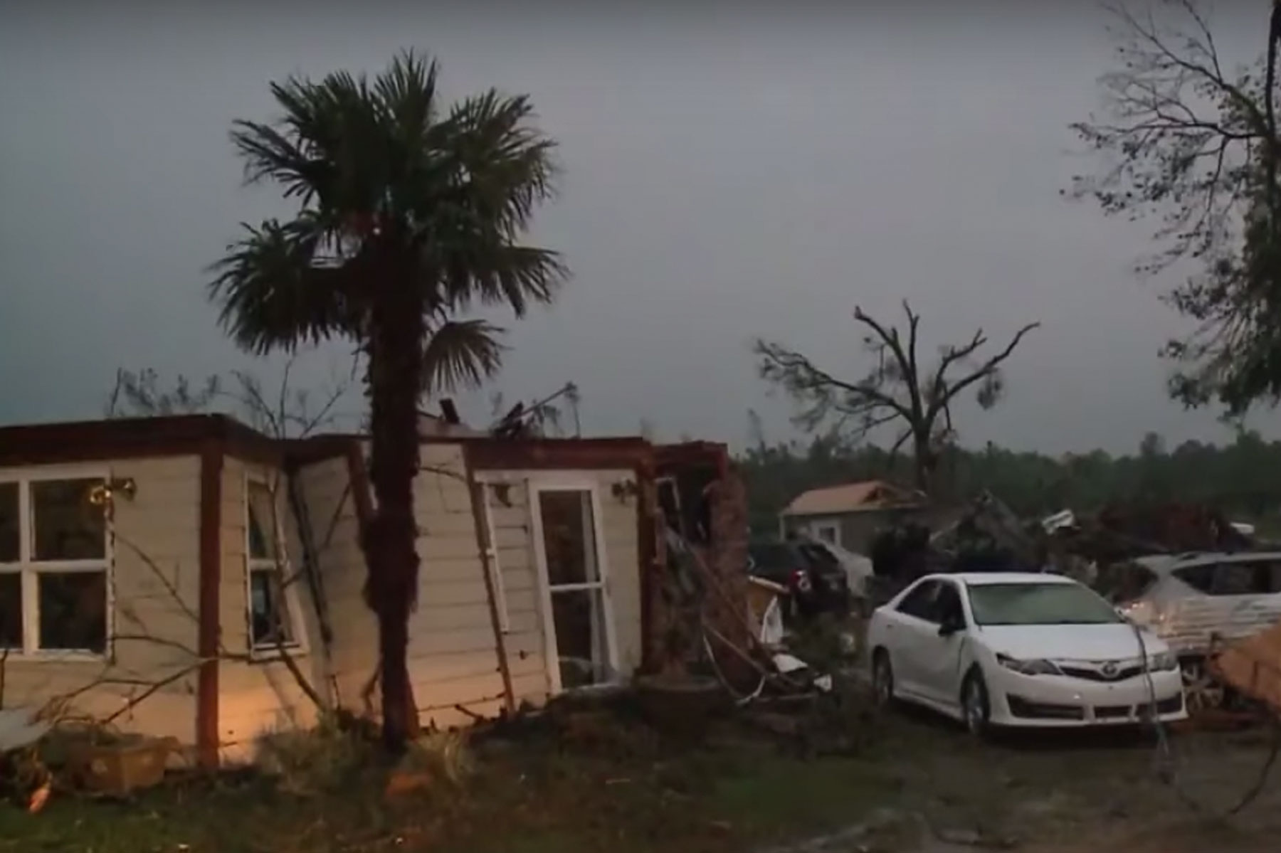 tornado damage in Mississippi