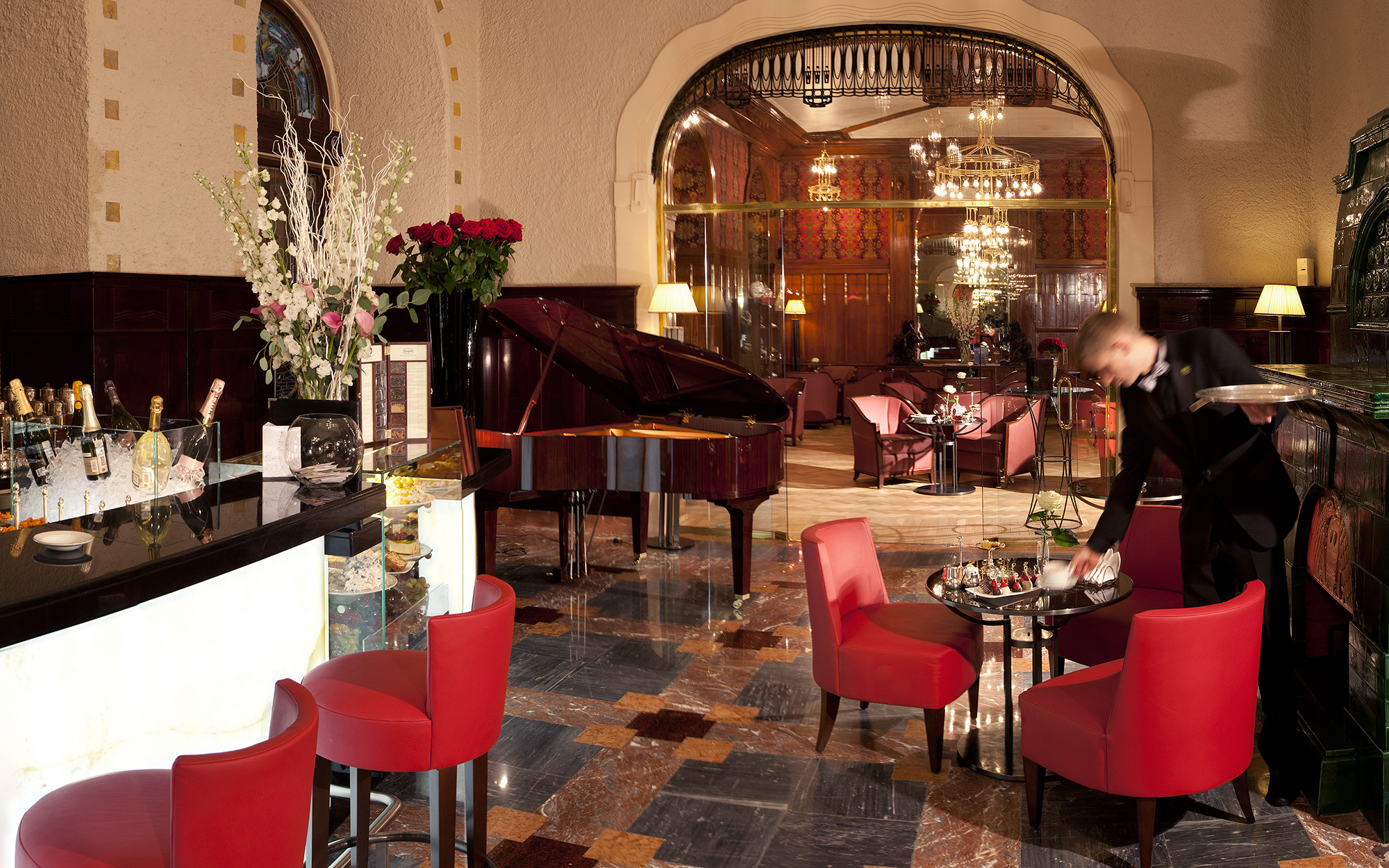 Classic Hotel Piano Lounges