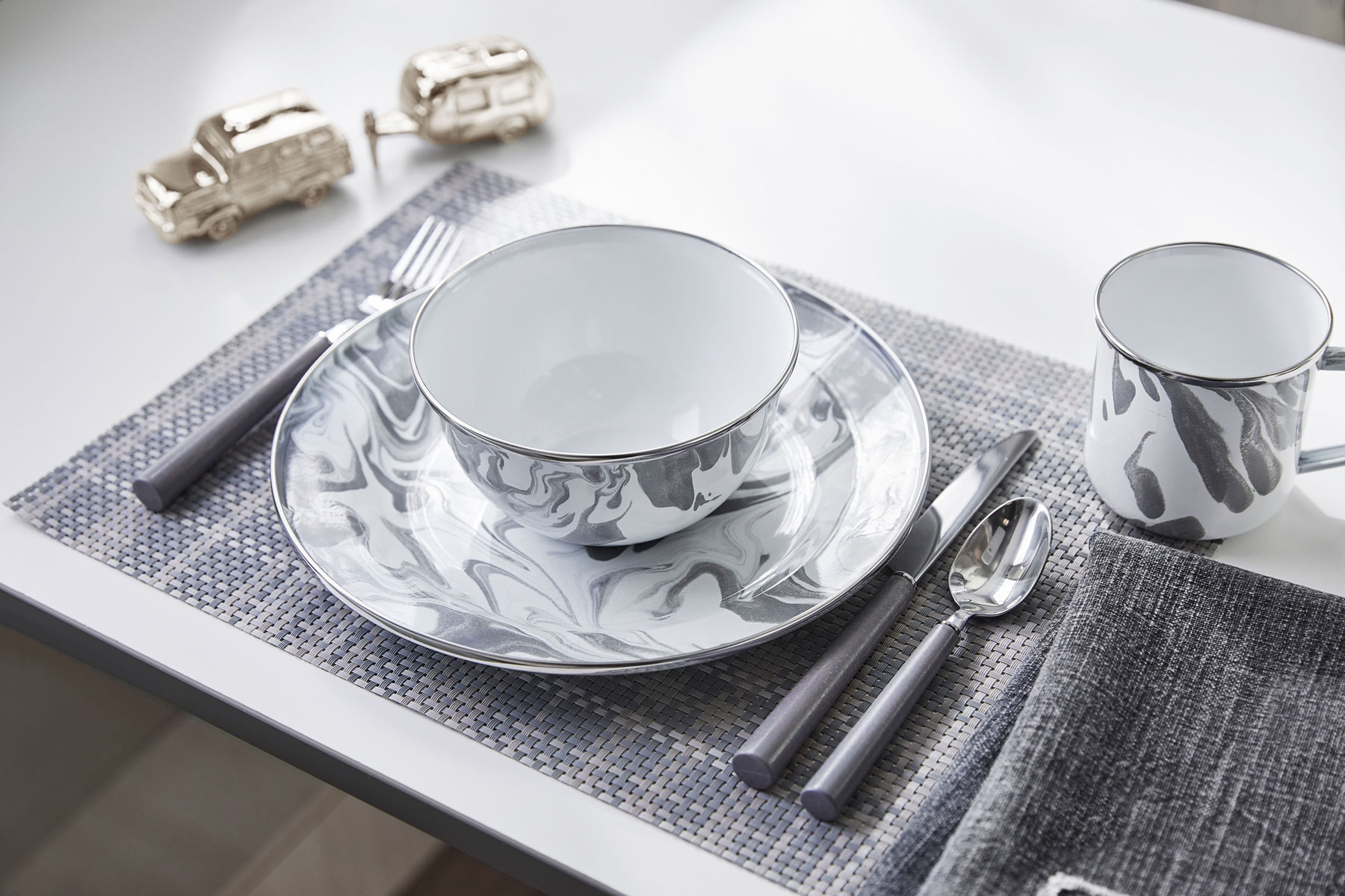 Marbled grey and white dinnerware set