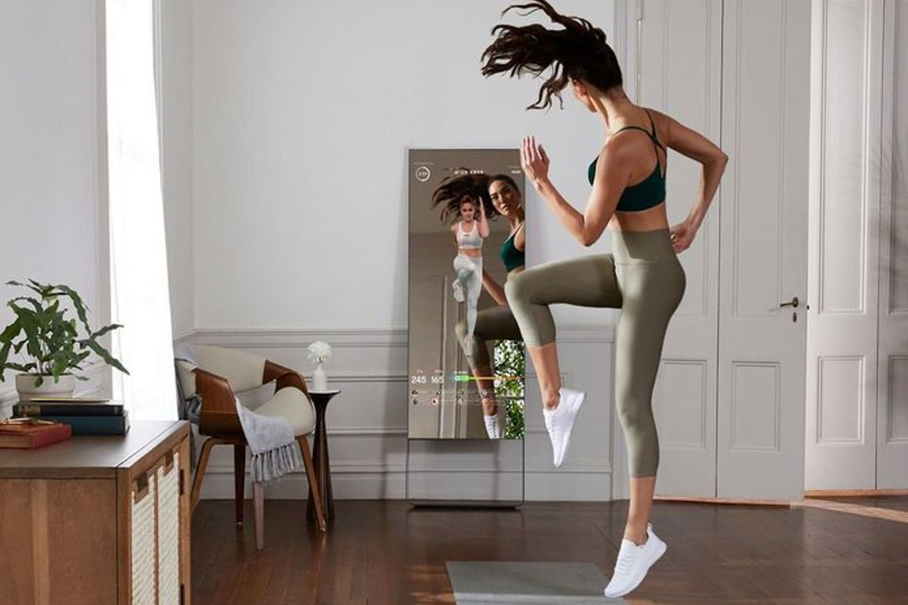 woman exercising with Mirror device