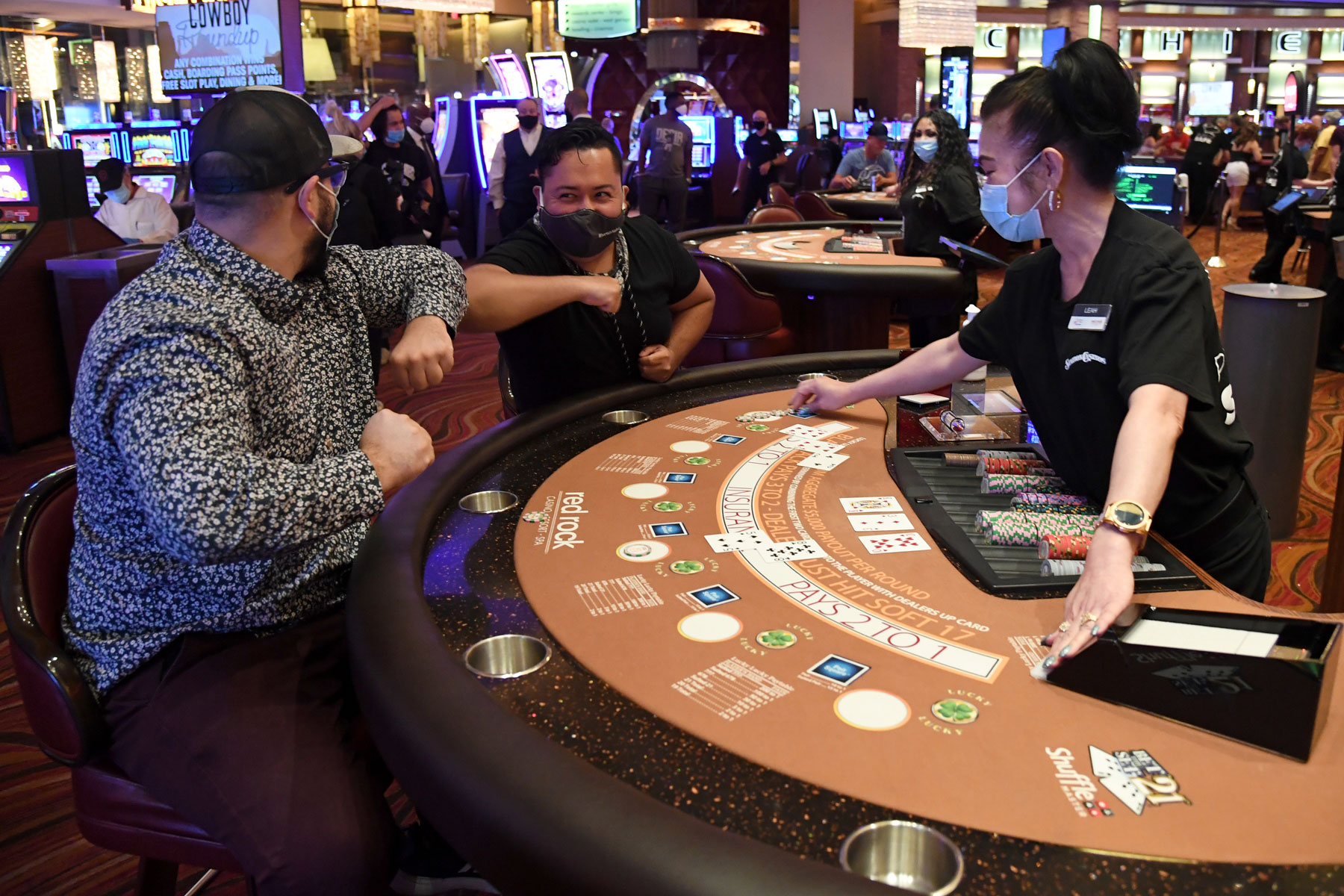 blackjack players wear face masks