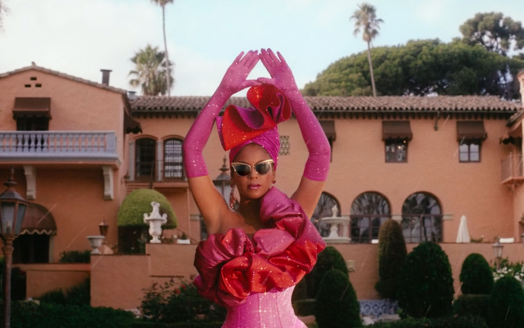 Beyonce in front of Beverly House