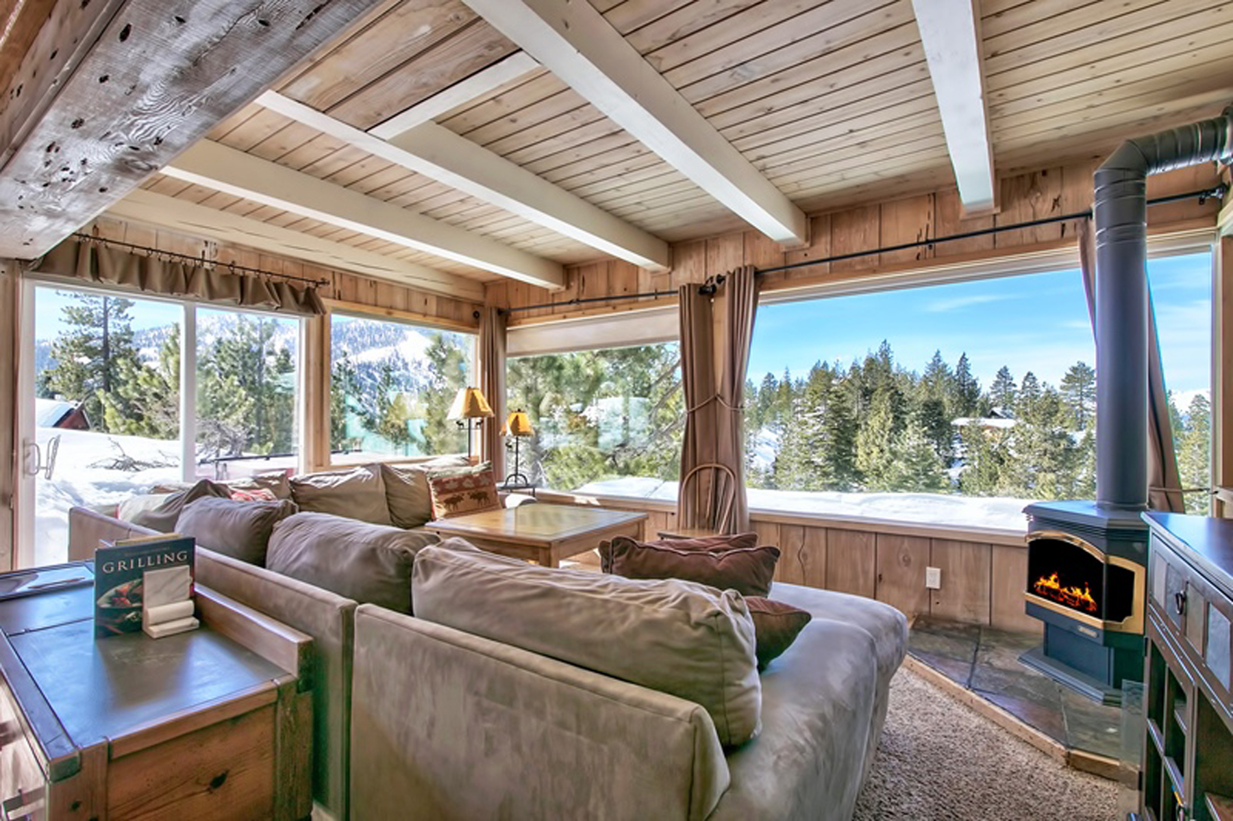 Cabin vacation rental in Stateline, Nevada