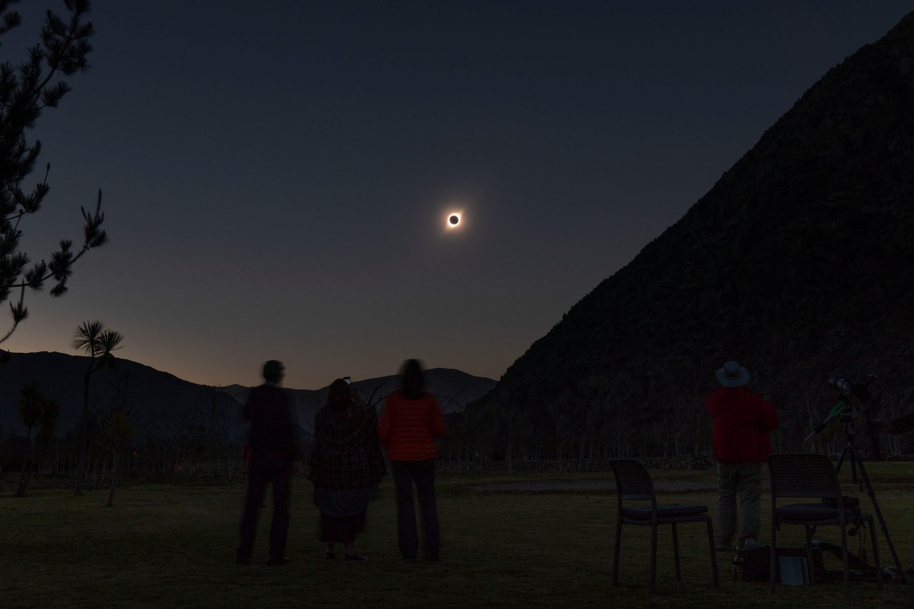 People watch the total solar eclipse from El Molle, Chile, on July 2, 2019