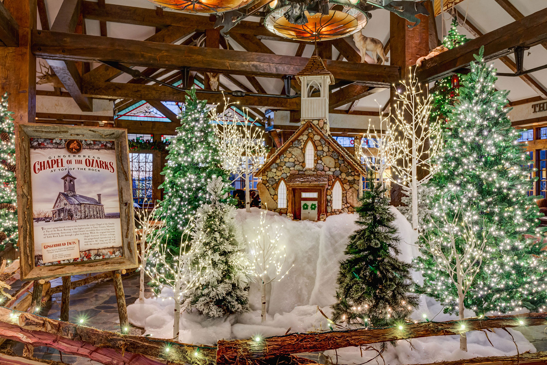 Big Cedar Lodge holiday decor