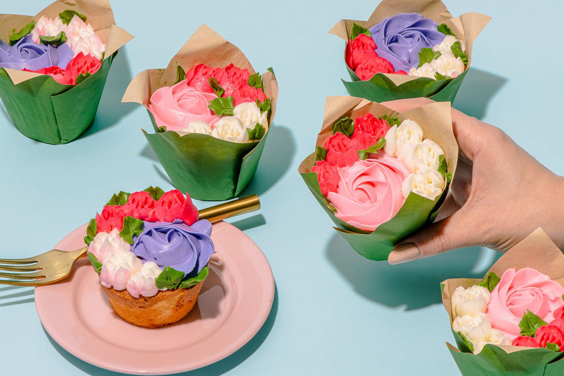 Cupcakes with floral bouquet design