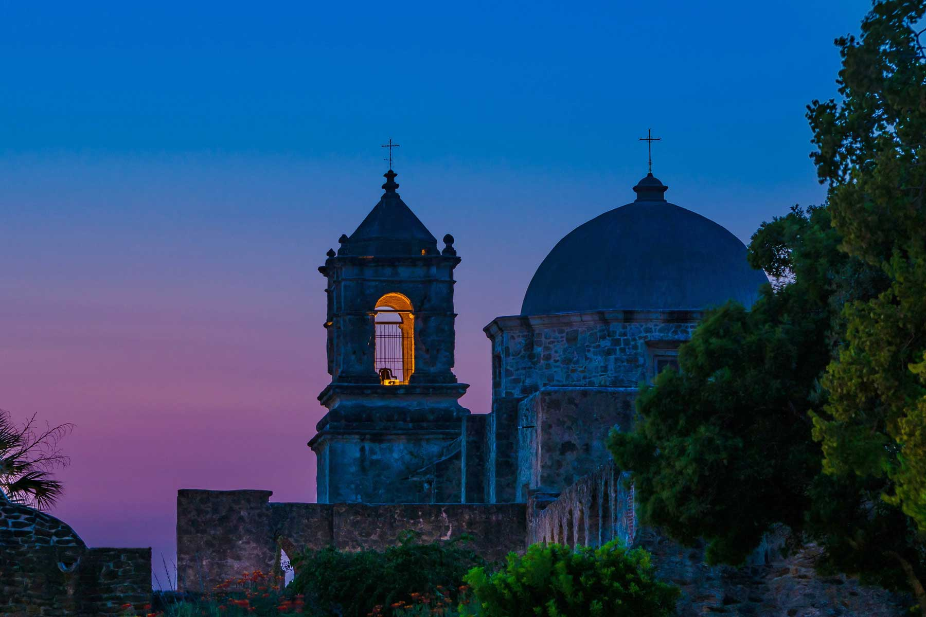 This is San Jose Mission in San Antonio, Texas. The Catholic Church was established in the 18th century by Spanish colonists, and is recognized by UNESCO as a World Heritage Site.