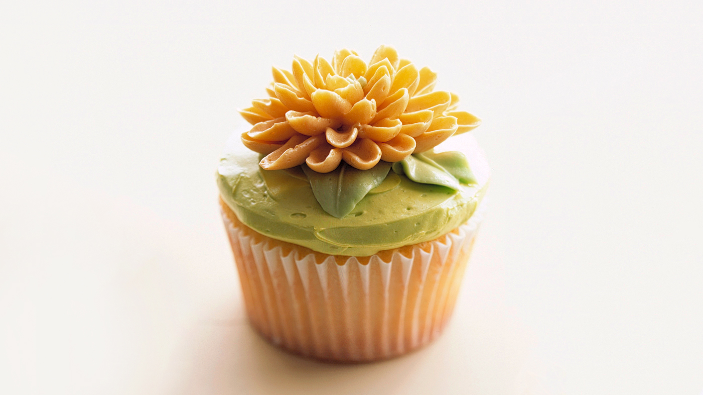 cupcake with sunflower icing