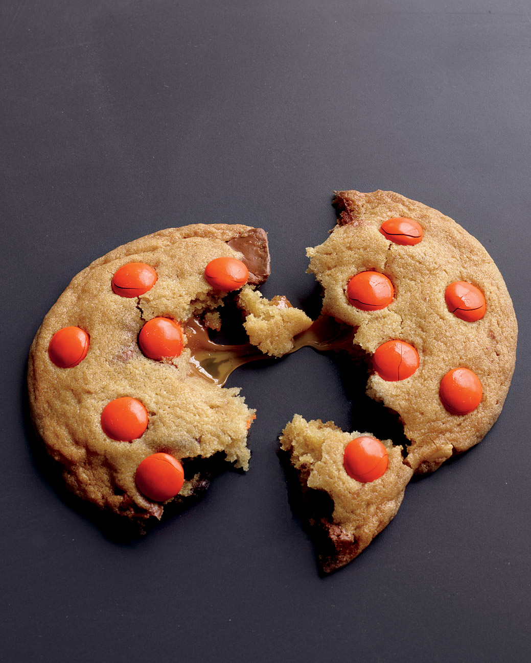 desserts-chewy-caramel-cookies-med107508.jpg