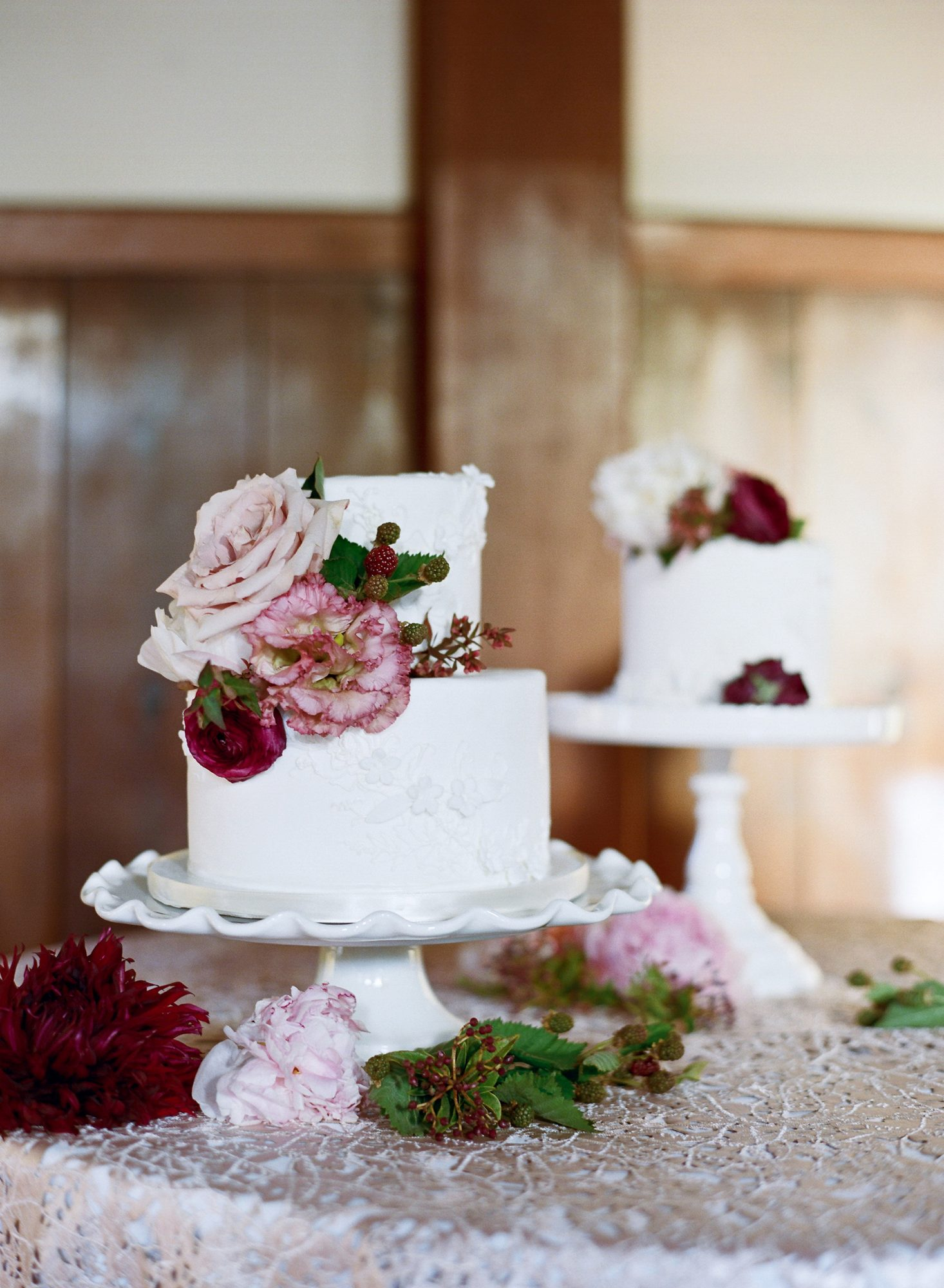 wedding cakes flowers