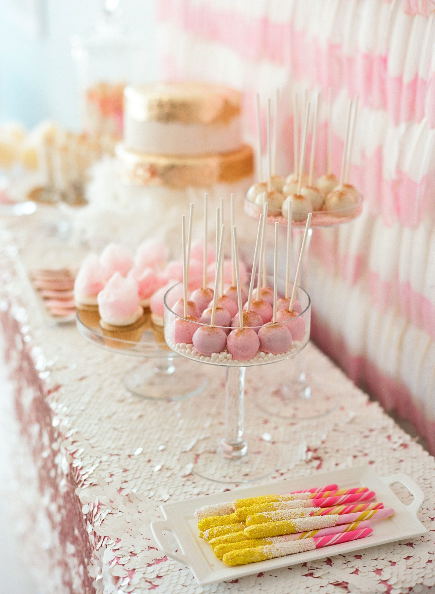 cake pops dessert table