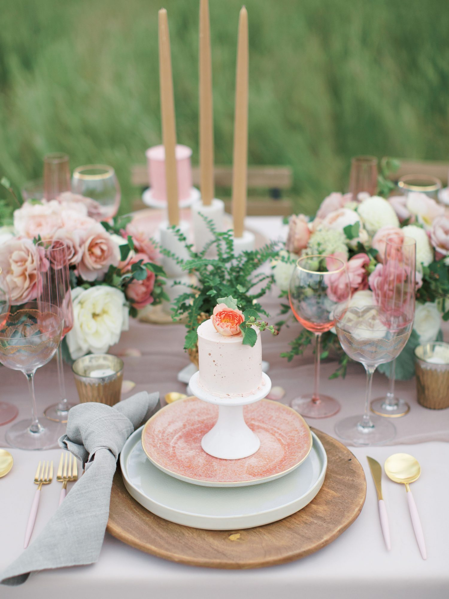 tablescape with mini cakes