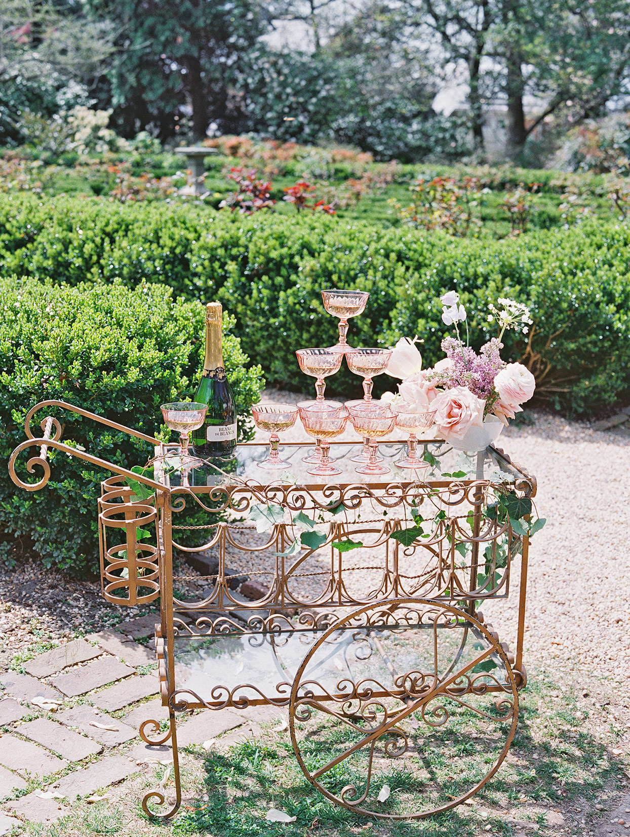 champagne wedding ideas old-fashioned decorative cart