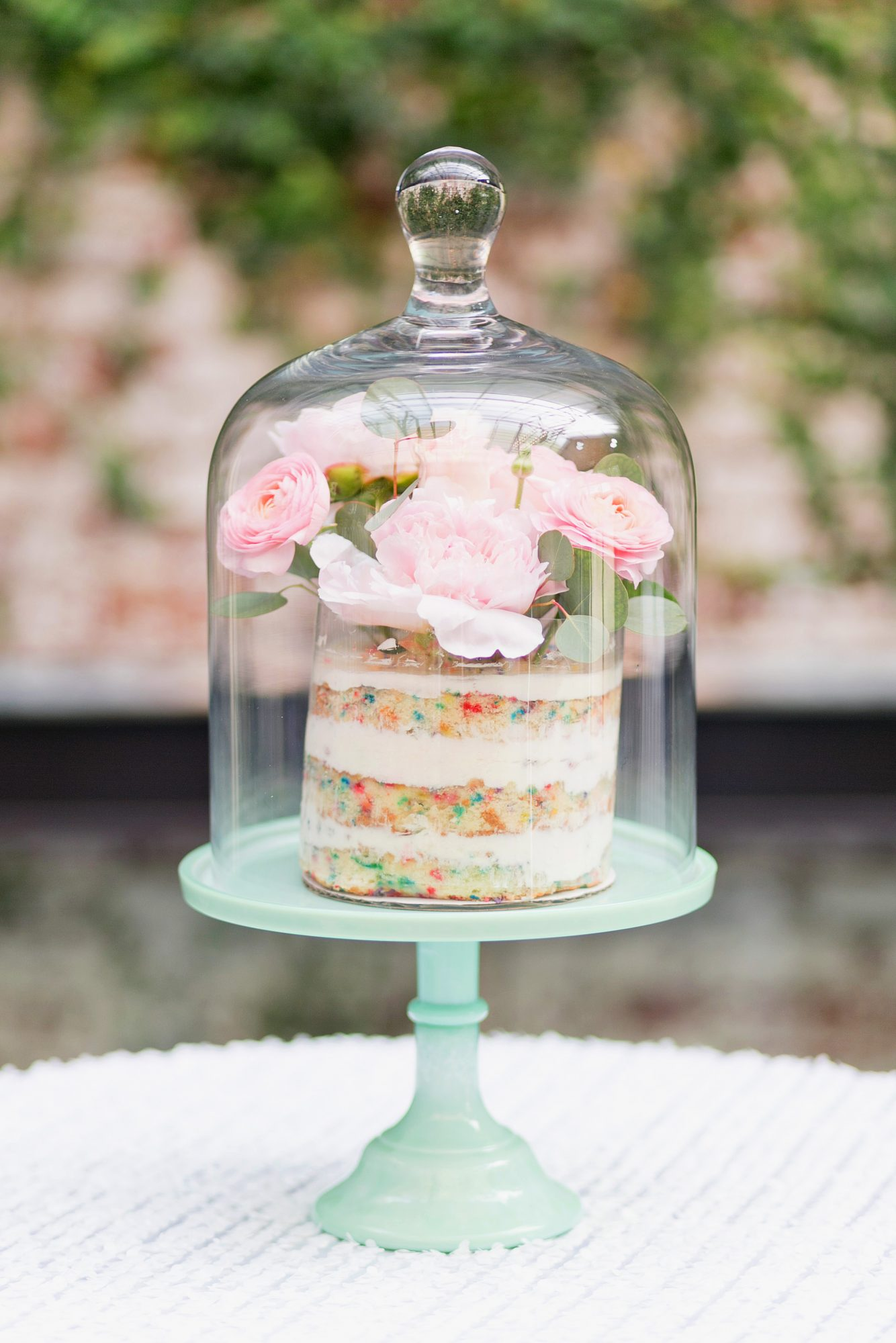 Cloche and Confettis
