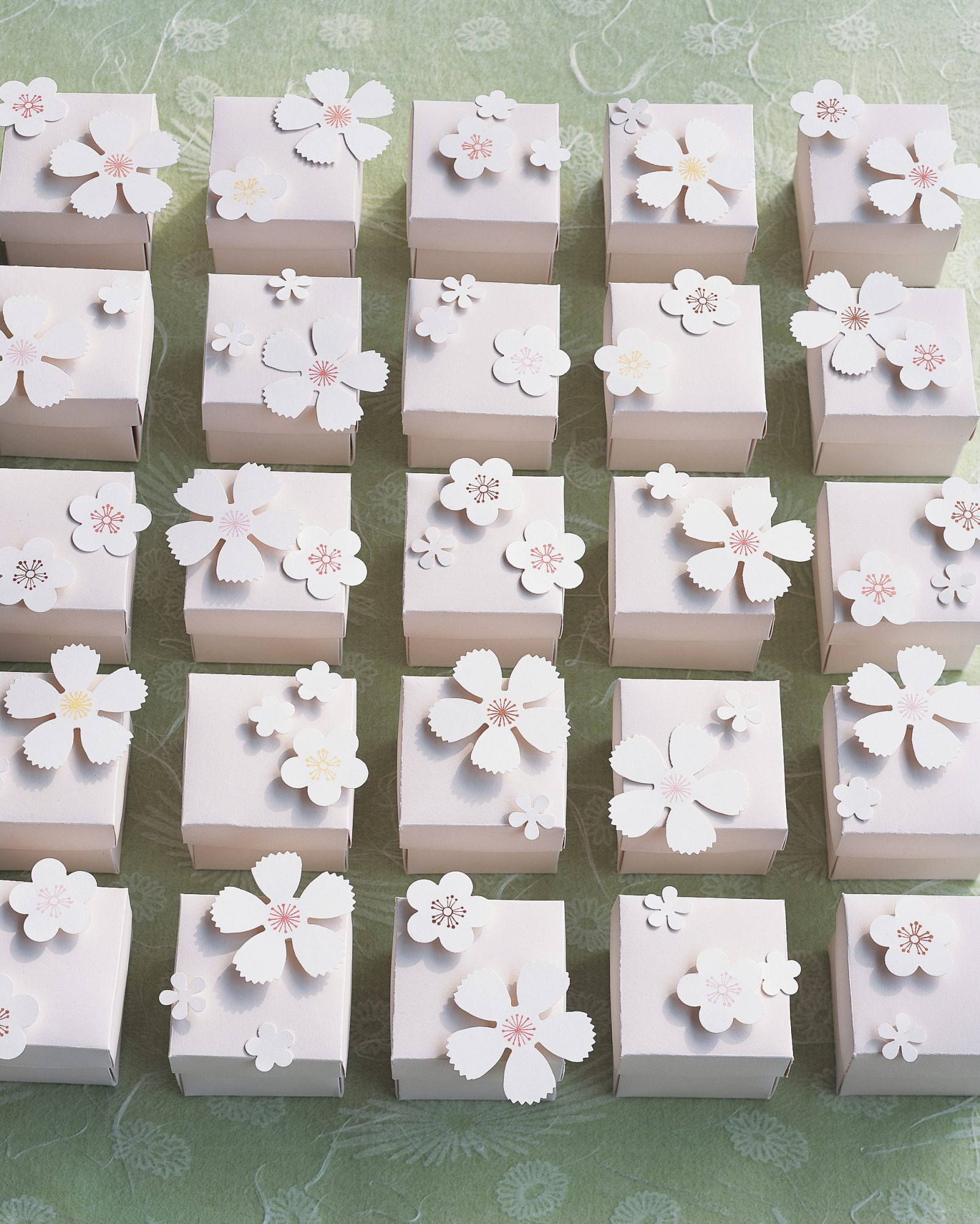 diy-favor-boxes-blossom-boxes-sp05-0715.jpg