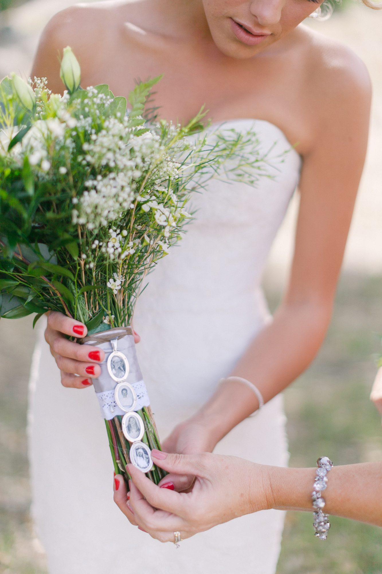 eyelet lace rimmed bouquet wrap with family photos