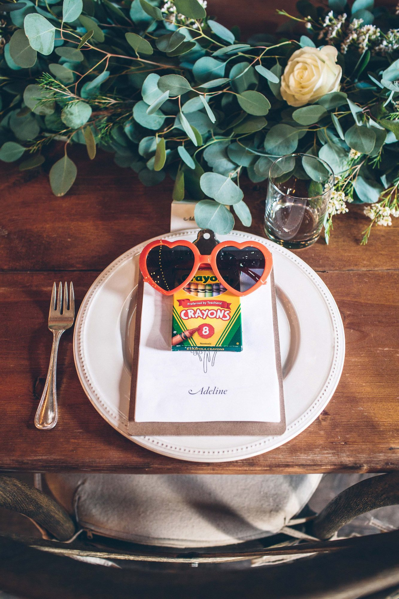 wedding favors crayons sunglasses