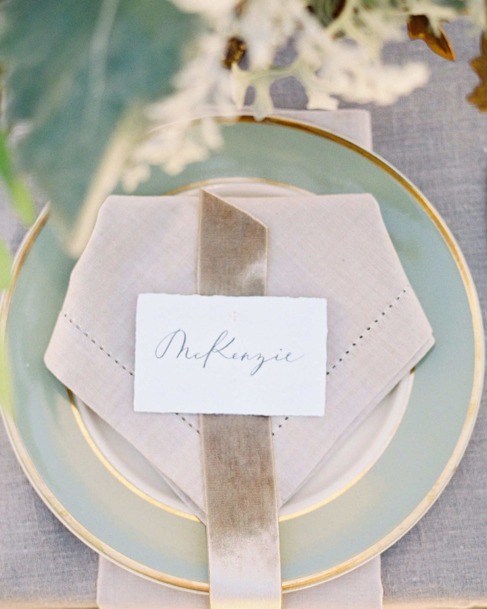 mckenzie-brandon-wedding-placesetting-78-s112364-1115.jpg