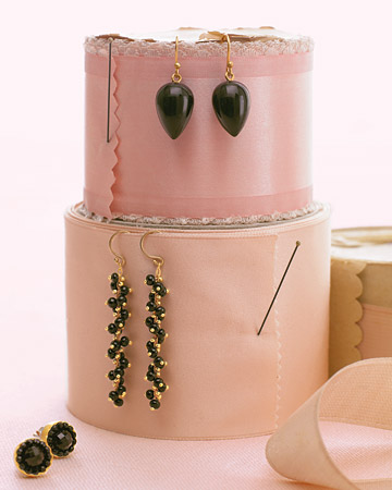 mwd103565_spr08_earrings.jpg