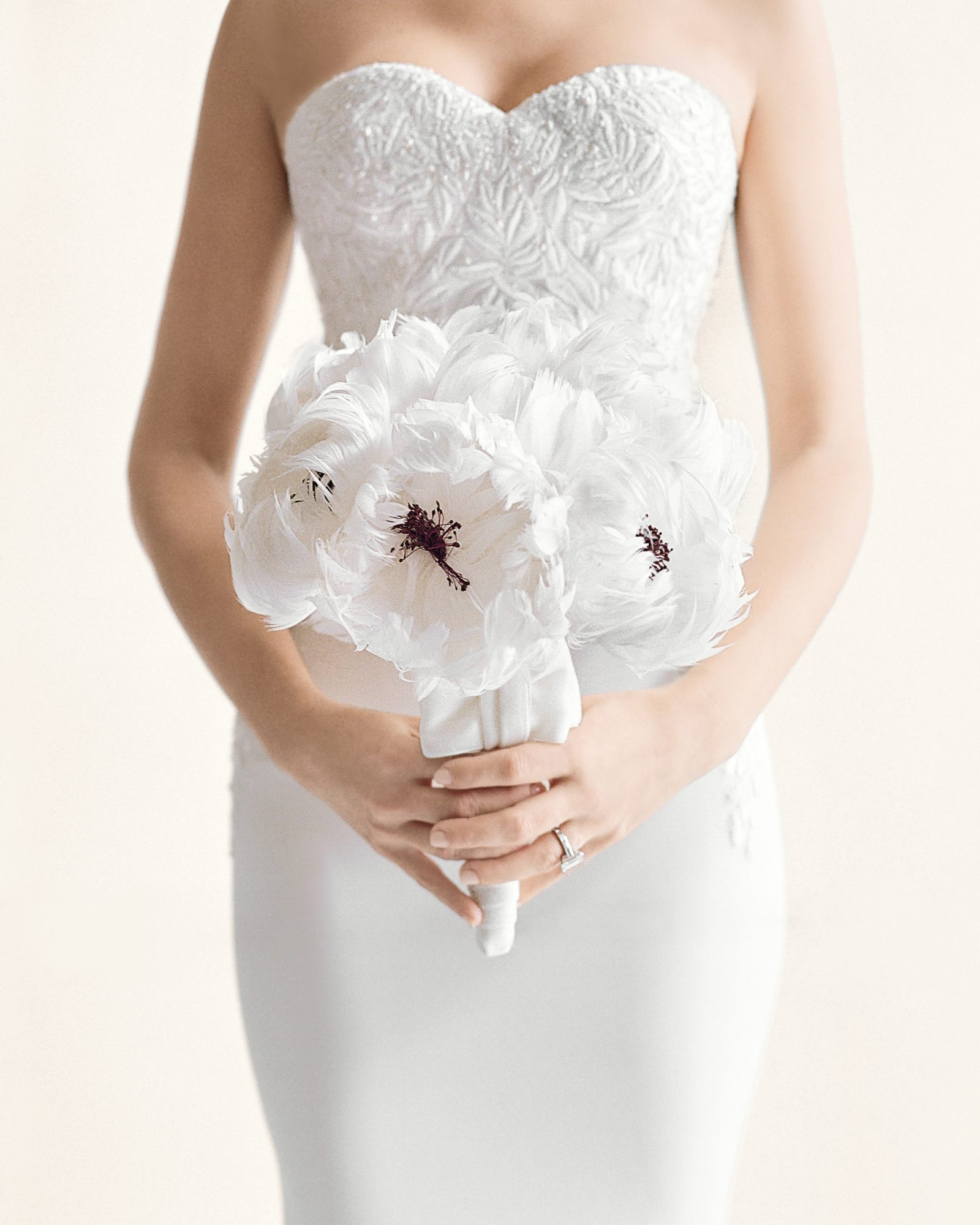 rw-jojo-eric-wedding-dress-bouquet-166-elizabeth-messina-ds111226.jpg