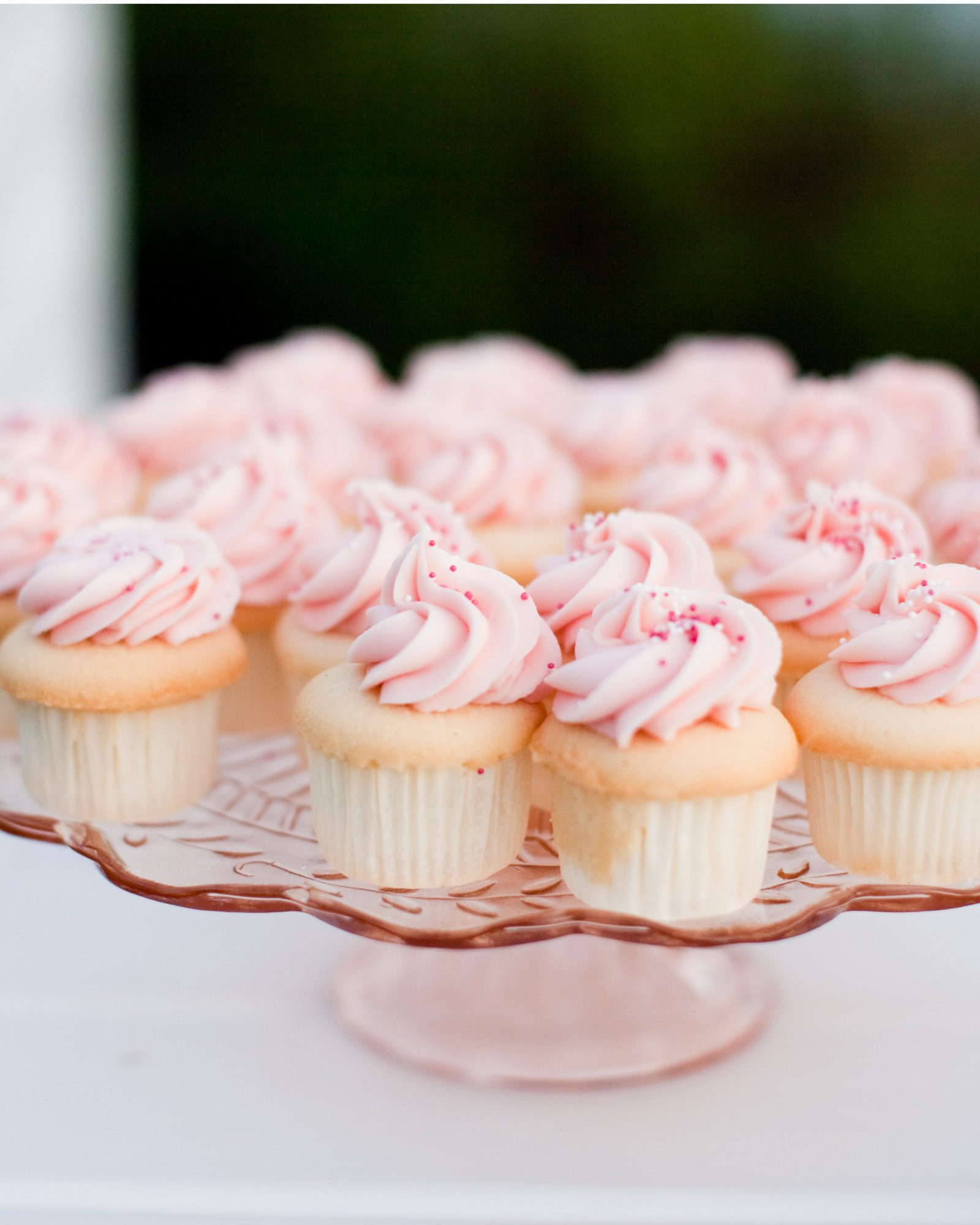 valentines-day-ideas-real-weddings-cupcakes-0115.jpg