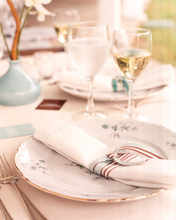 wa101613_win06_placesetting.jpg