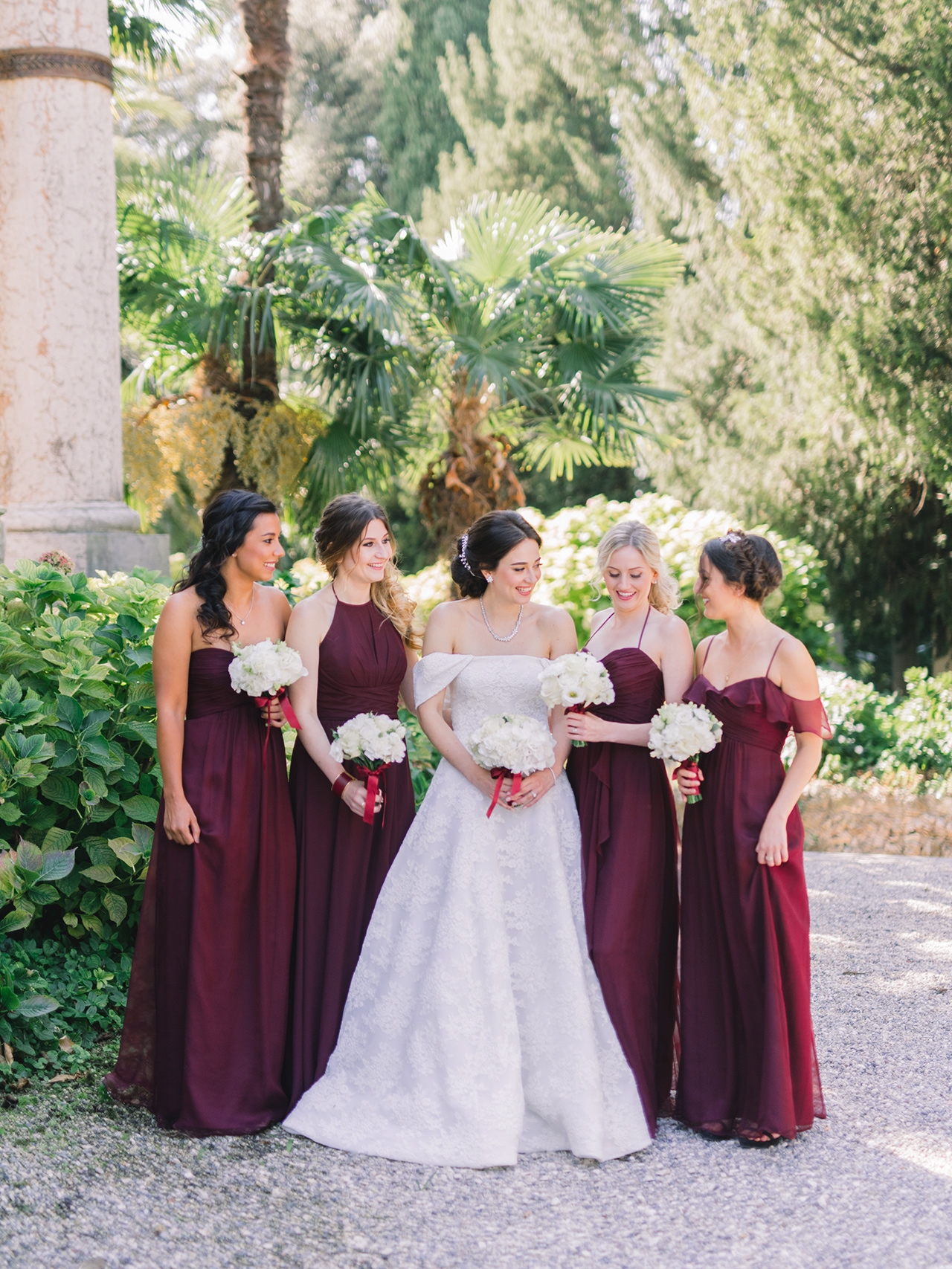 wedding bride with bridesmaids with burgundy dresses