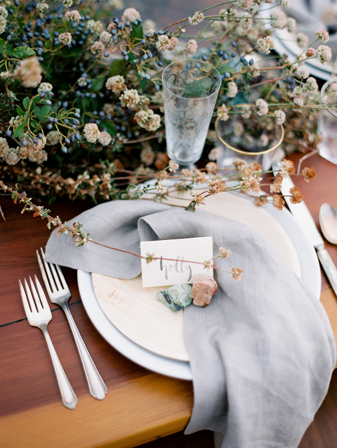 Berry-centric centerpieces cool gray linens gold-rimmed glassware
