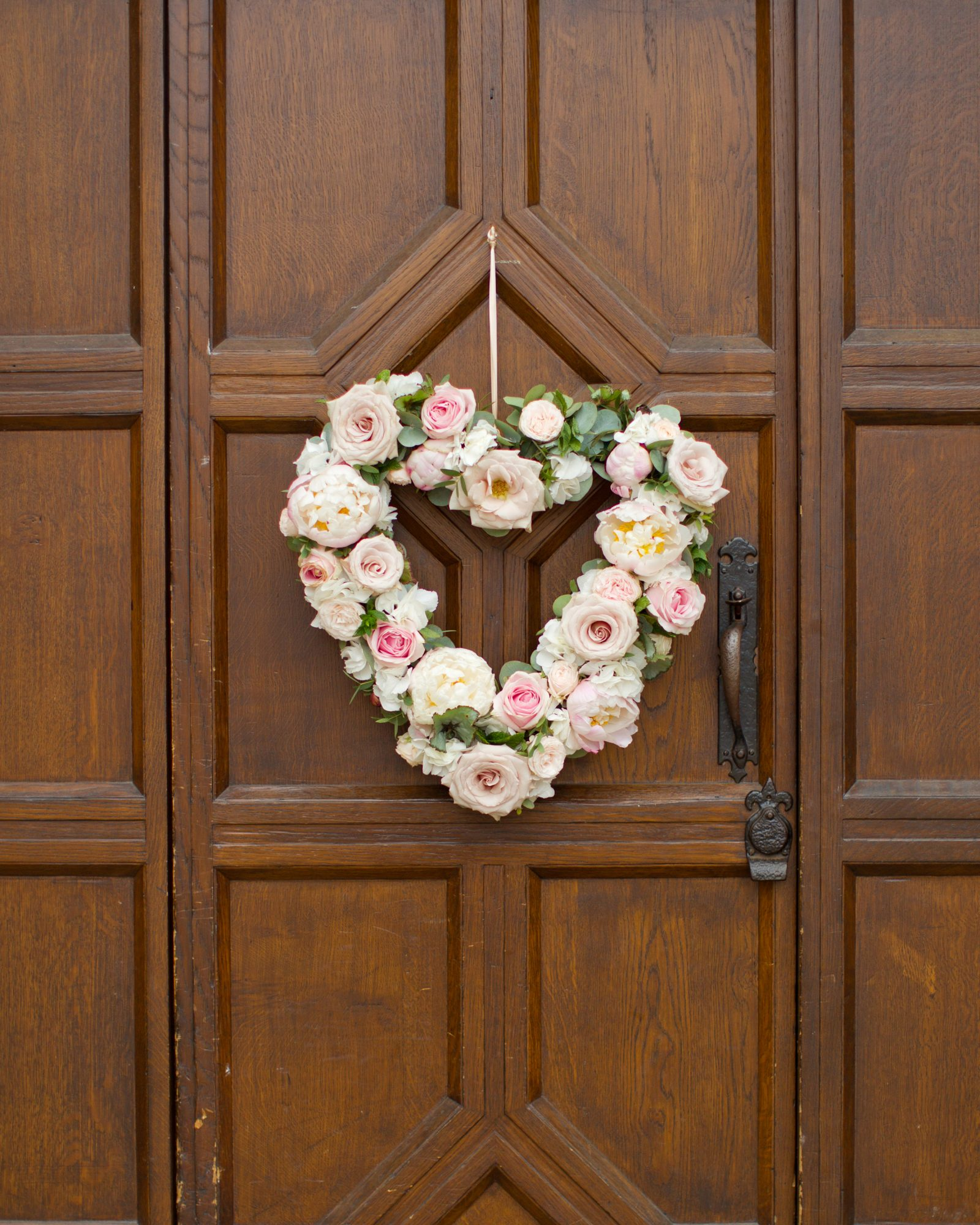 bride groom xo wreaths