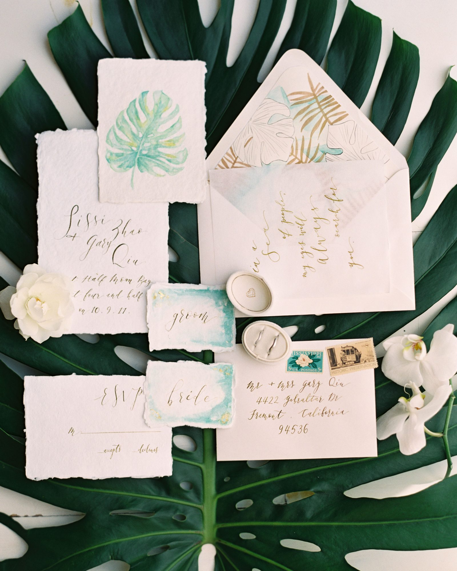 The bride calligraphed these gorgeous beach invitations (dreamt up by Lovely Time), which boasted tropical illustrated envelope liners.