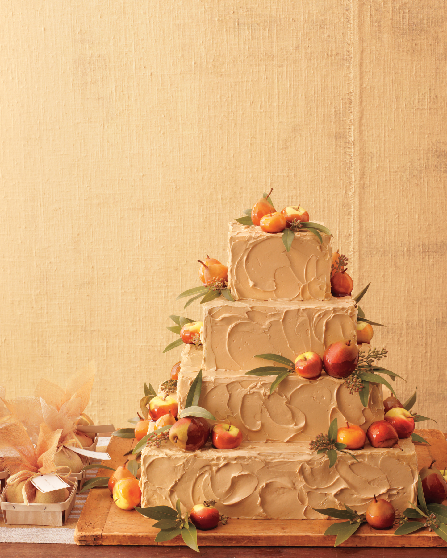 rustic-wedding-cake-mwd108277.jpg