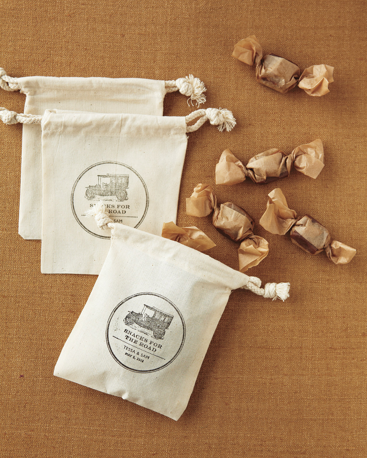 For a Countryside Celebration: Old-Timey To-Go Bags