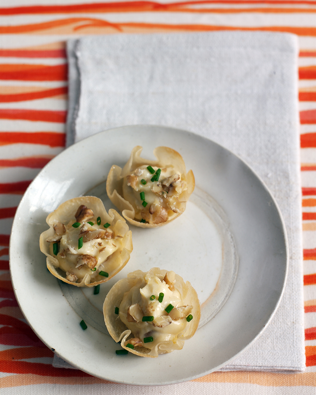 Wonton Cups with Cream Cheese and Chutney