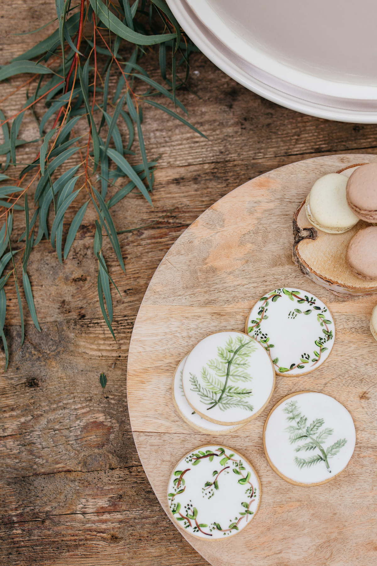 foliage frosting design round cookies