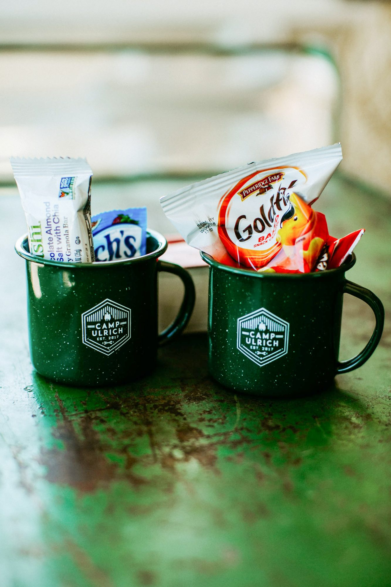 For this camp-themed wedding, the bride and groom stuffed theme-appropriate mugs with nostalgic treats.